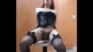 Travesti levando no cu