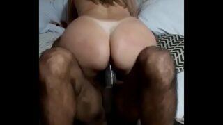 Esposa brasileira humilhando corno