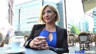 Lisa, a bela corso Milf, vem tomar seu pênis duplo em Paris [Vídeo completo]