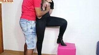 Moreno dotado transando com a namorada gostosa