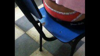 Secretarias mostrando calzon